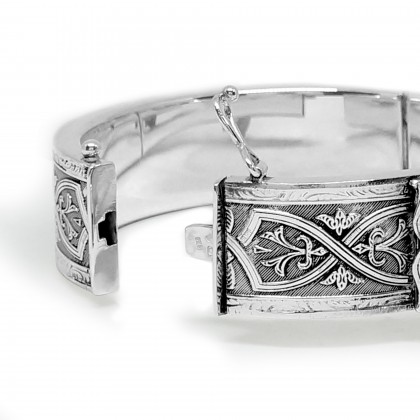 Celtic Bangle with buckle