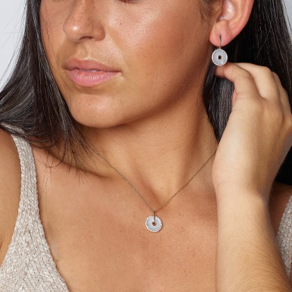 Diamond and mother of pearl diamonds